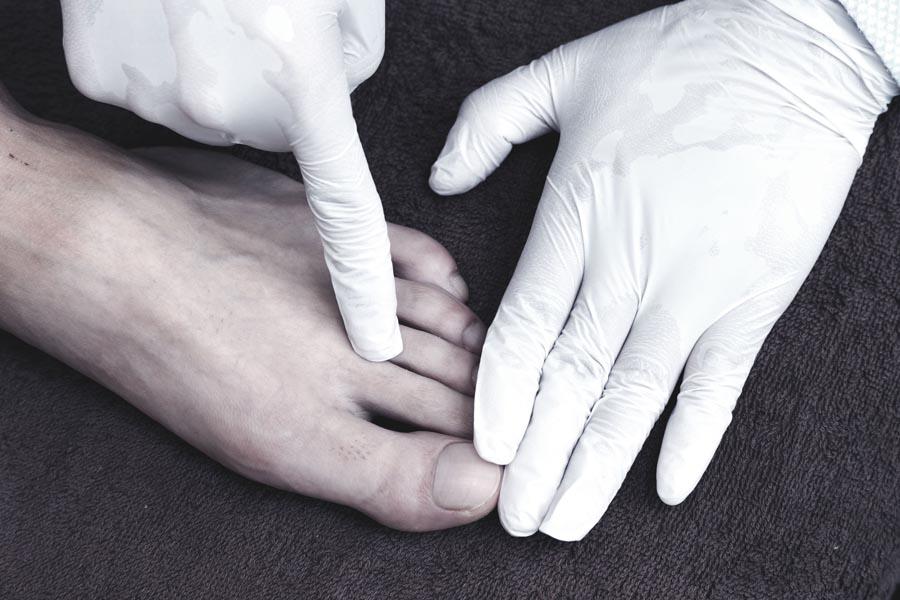 足の指 2
